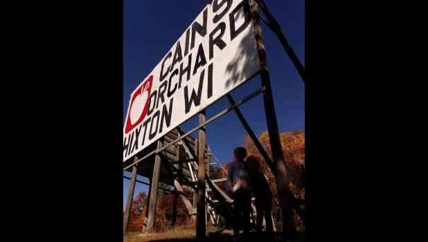Cain's Orchard Sign